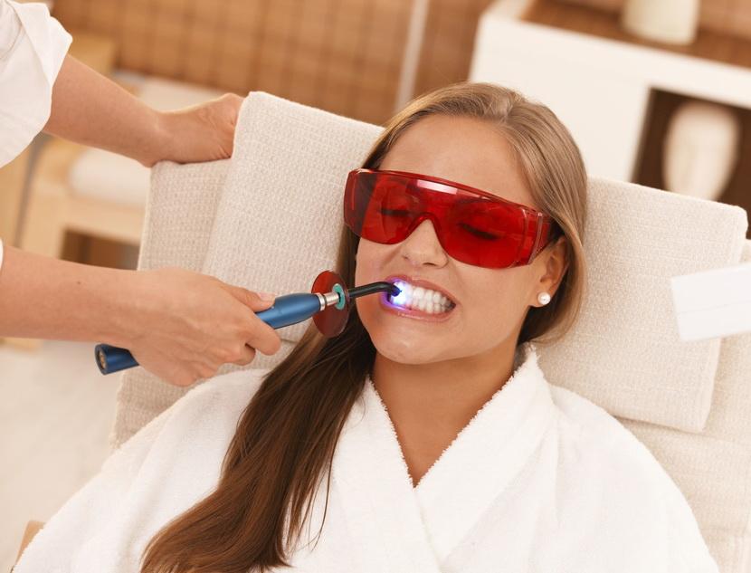 Sposoby otbelivaniya zubov v usloviyah stomatologii